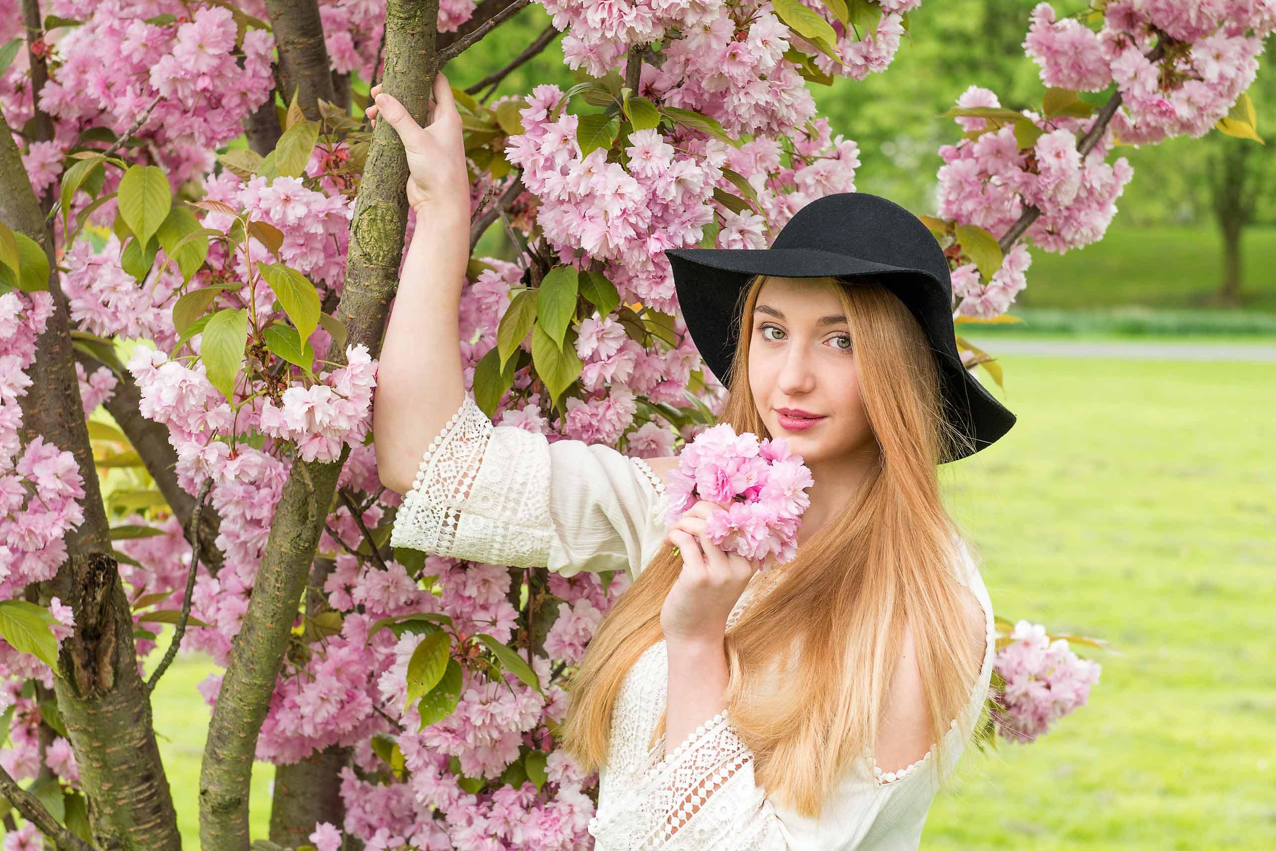Mädchen mit Kirschblüten FotoEdmundo
